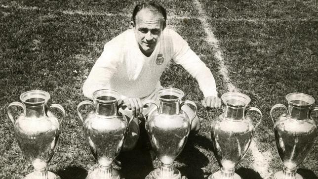 Alfredo Di Stefano huyền thoại bóng đá thế giới