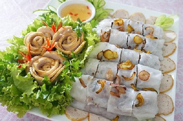 Bánh cuốn Thanh Trì thơm ngon, nóng hổi