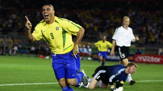 Ronaldo huyền thoại bóng đá thế giới