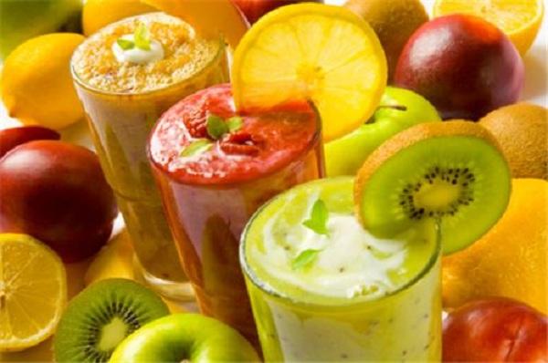 Nước uống sinh tố trái cây thơm ngon