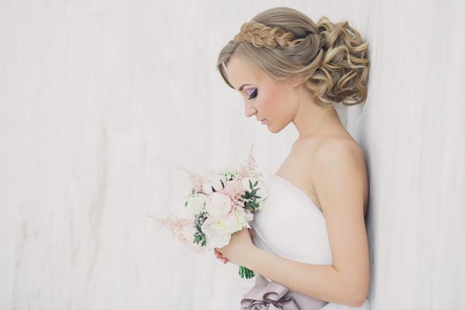 Tóc búi cổ điển cô dâu